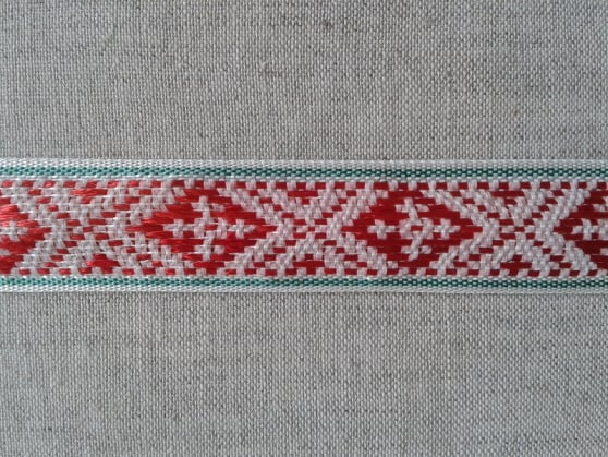 ЛЕНТА ОТДЕЛОЧНАЯ красный с зеленым на белом 20мм