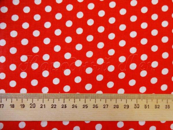 Фото 4 - Ткань плательная белый горох на красном.