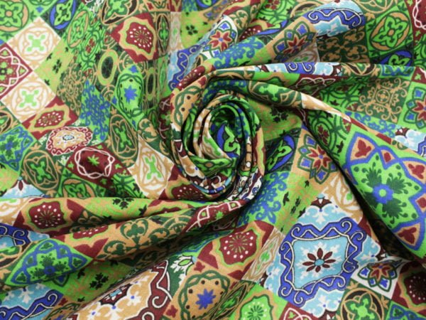"""Фото 8 - Ткань плательная """"Персидские мотивы"""" зеленая."""