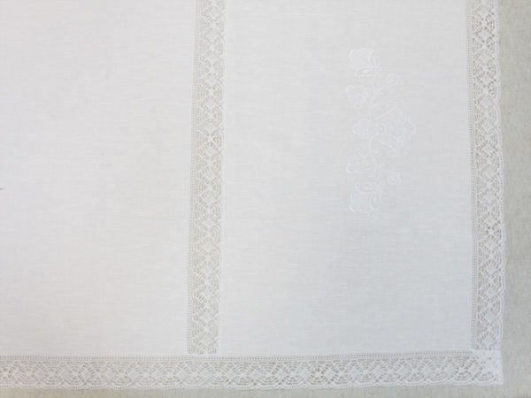 Фото 9 - Скатерть льняная с  кружевной  прошвой с салфетками.