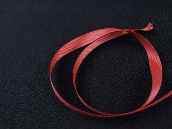 Фото 3 - Лента  репсовая 6 мм  красный.