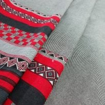 Фото 17 - Ткань льняная серая с  красной  каймой.