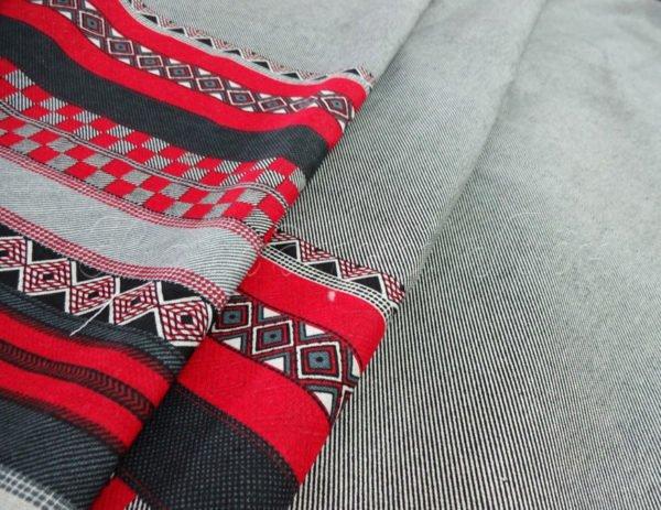Фото 3 - Ткань льняная серая с  красной  каймой.
