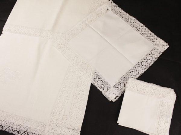 Фото 3 - Скатерть льняная с  кружевной  прошвой с салфетками.