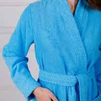 Фото 16 - Женский махровый халат с жаккардовой отделкой, воротник планка.