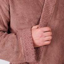 Фото 7 - Мужской махровый халат с жаккардовой отделкой, воротник планка.