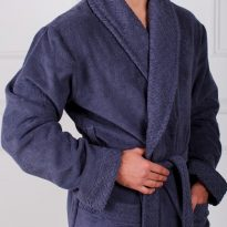 Фото 8 - Мужской махровый халат с жаккардовой отделкой, воротник шалька.